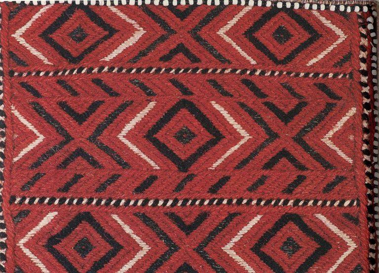 Фрагмент вышивки женского головного убора сорока. <br/>Конец 19 века
