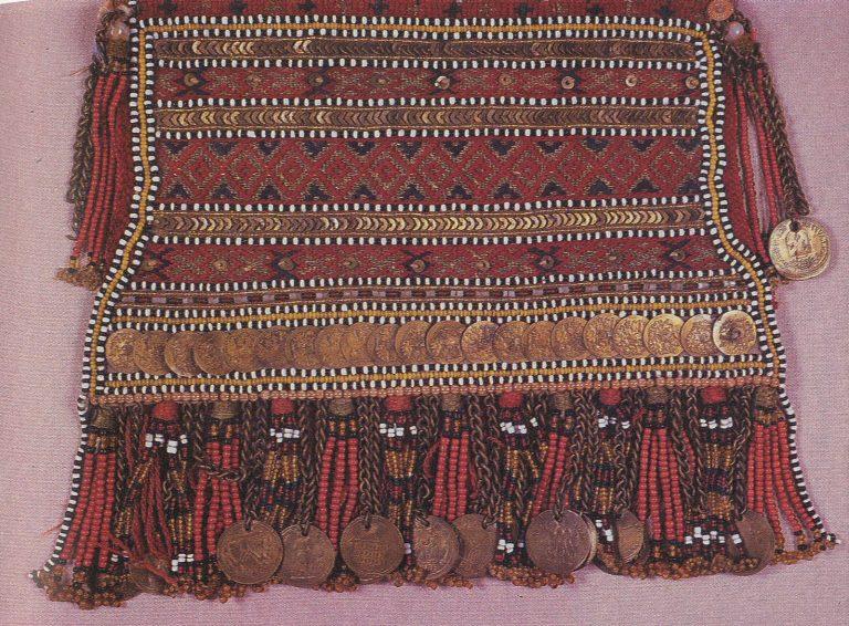 Фрагмент декора головного убора сорука. <br/>Конец 19 века