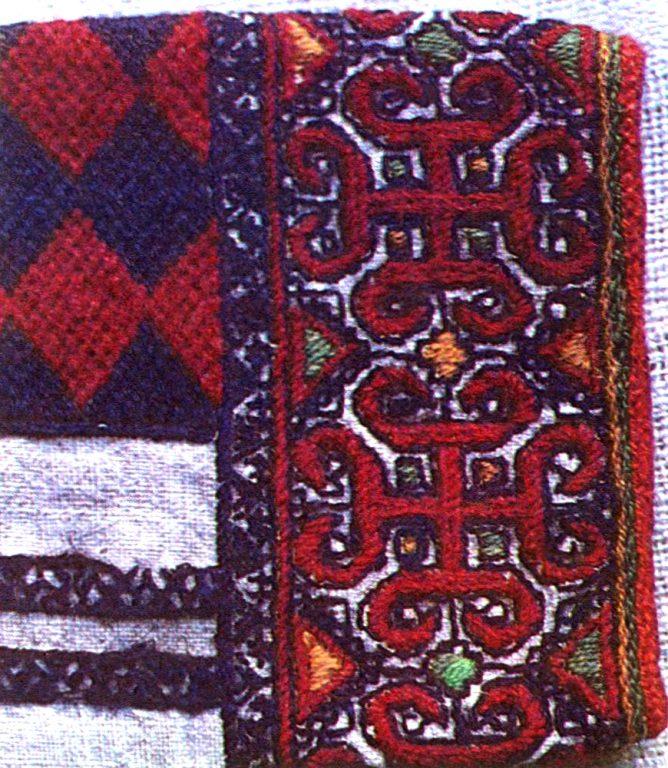 Фрагменты вышивки рукава женской рубахи мордвы-мокши. <br/>1902 год