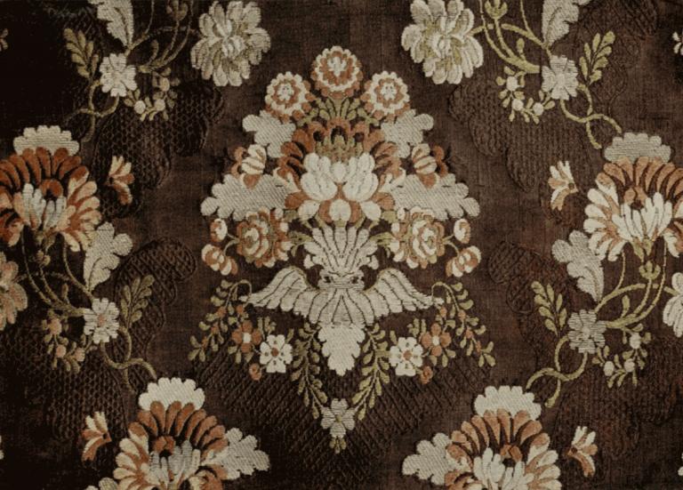 Ткань шелковая (гродетур) с узором из цветных и золотных нитей. <br/>Вторая половина 18 века