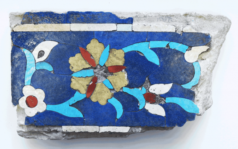 Полихромный мозаичный поливной изразец. <br/>14 век