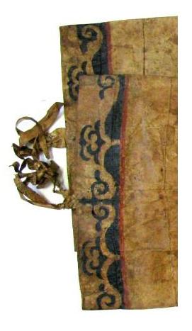 Ноговицы «яй» из рыбьей кожи, украшенные орнаментом в верхней части. Фрагмент. <br/>Начало 20 века