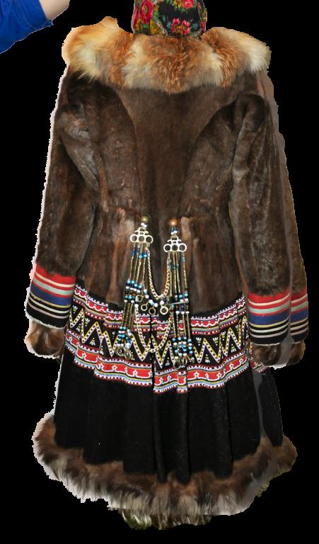 Женская одежда «ардайдаак hаңыйак» (парка с орнаментом в виде ломаной линии). <br/>Первая половина 20 века